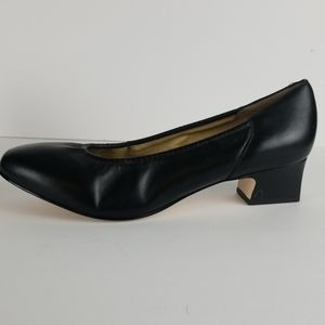 Naturalizer black leather pumps comfy size 9